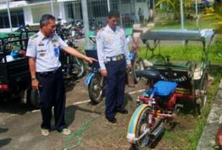 Melihat Becak Motor, Hasil Modifikasi Becak dan Motor