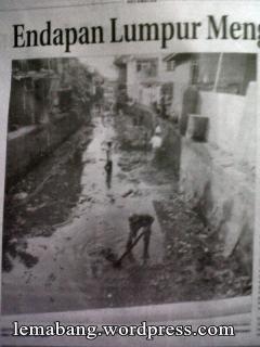 Gotong Royong Bersihkan Sungai Raso