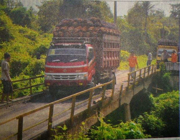 Overtonase, Jembatan Karta Dewa Bisa Ambruk