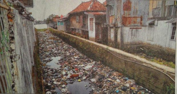Sampah Cemari Sungai Bayas