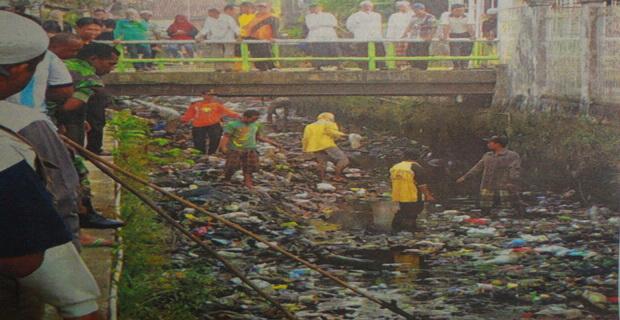 Intensif Bersihkan Sungai